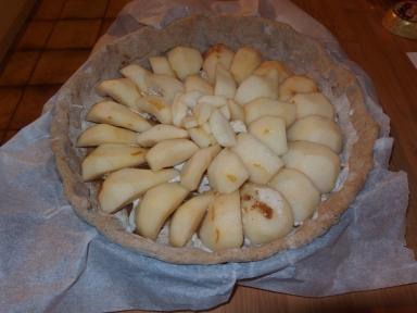 Tarte aux poires et à la noisette avant cuisson