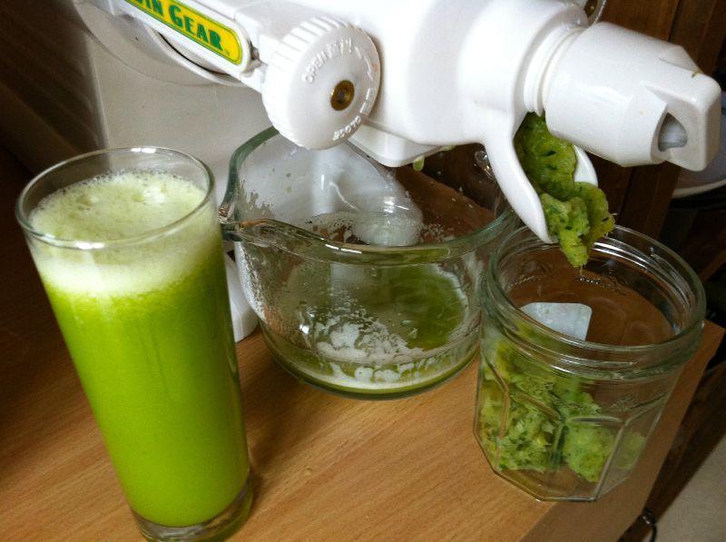 Jus de l gumes ou smoothie fruits pour refaire le plein d nergie - Faire des jus de legumes ...