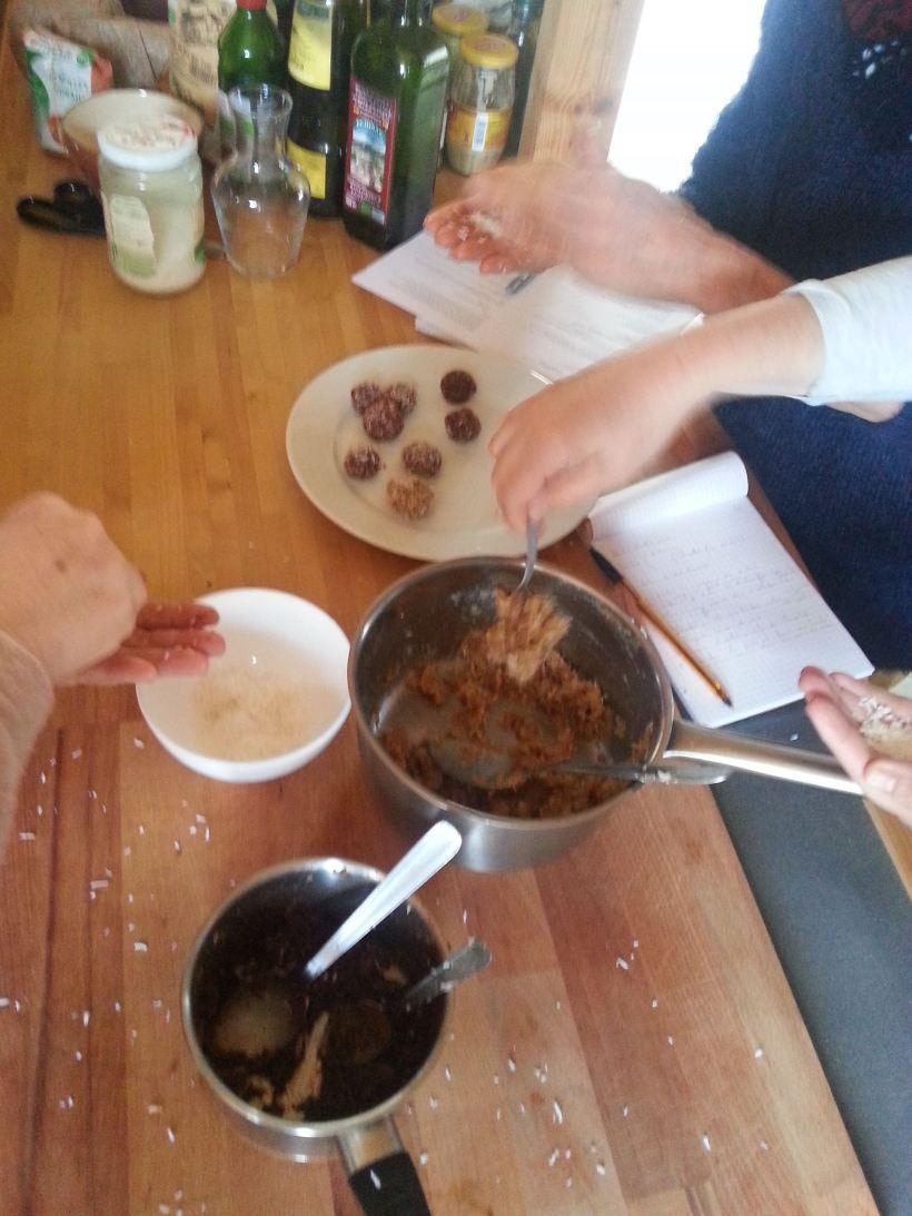 Confection des boules datte-coco